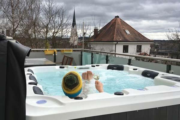 AIDA Outdoor Whirlpool Erfahrungen & Referenzen | AIDA Whirlpools