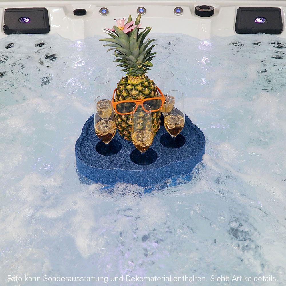 Schwimmender Getränkehalter im Wasser
